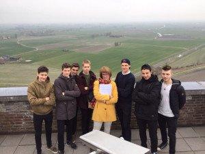Mevrouw Pecquet met 'haar' jongens op de IJzertoren.